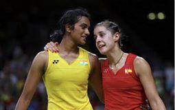 रियो ओलंपिक में फाइनल मैच के बाद सिधु और कैरोलीना मरीन