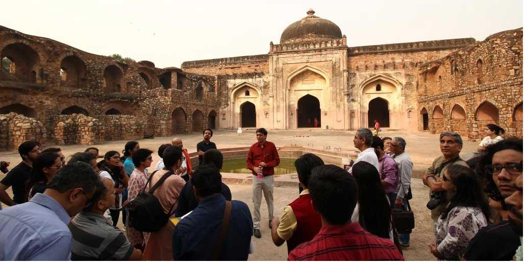 'अकबर' उपन्यास के लेखक शाज़ी ज़माँ के साथ मुगल दरबार से जुड़े कुछ एतिहासिक स्थलों की यात्रा