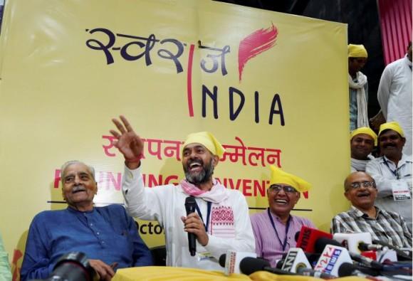 योगेन्द्र यादव और प्रशांत भूषण कीनई पार्टी स्वराज इंडिया