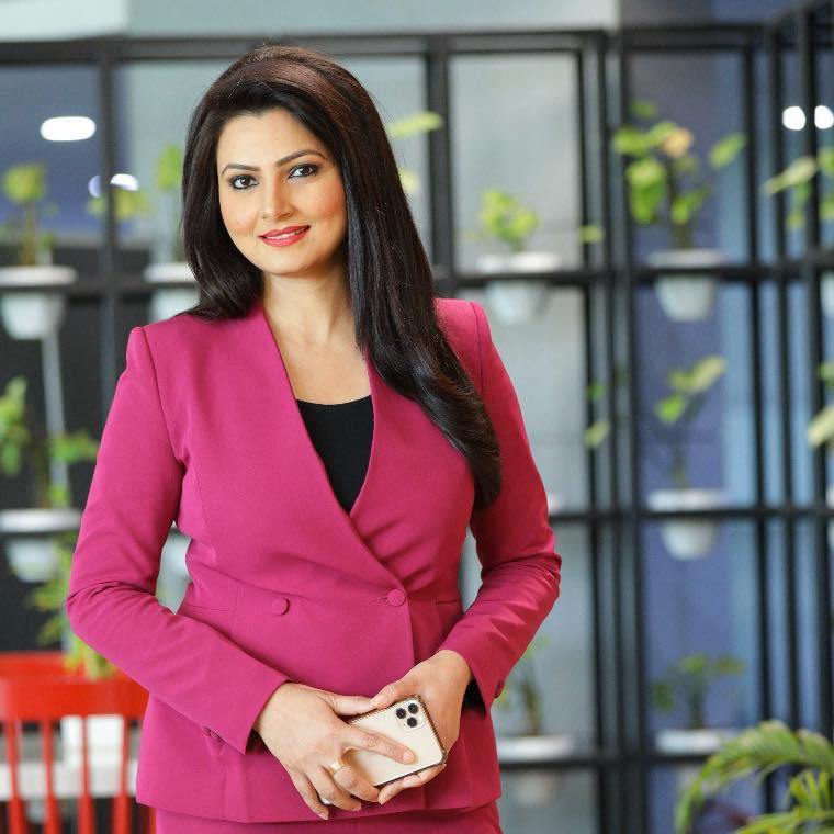 chitra tripathi, news anchor