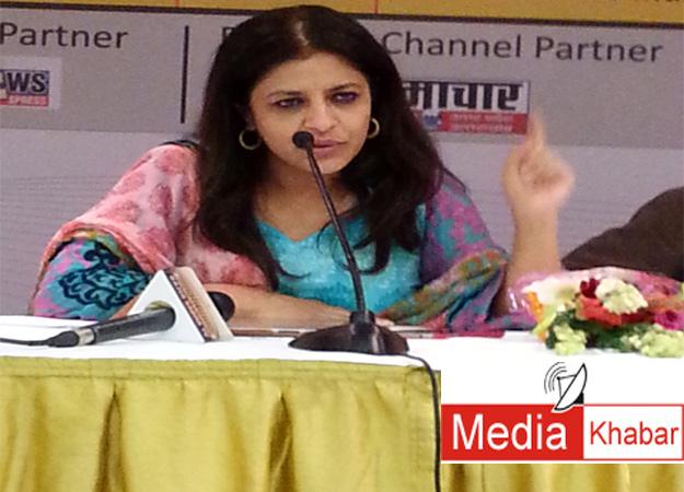 मीडिया खबर के मीडिया कॉन्क्लेव में शाजिया इल्मी अपनी बात रखती