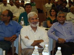 वरिष्ठ पत्रकार राहुल देव और कमर वहीद नकवी . साथ में डॉ. वर्तिका नंदा