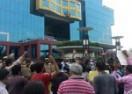 CNN-IBN और IBN7 के सामने विरोध प्रदर्शन, देखिए तस्वीरें