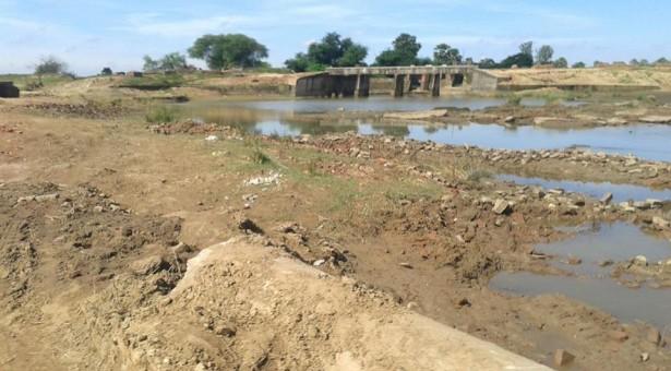 दैनिक जागरण के बेशर्म पत्रकार की शर्मनाक खबर,सूखी नदी में ला दिया बाढ़