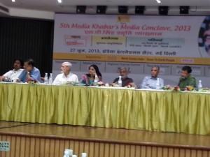 मीडिया खबर मीडिया कॉनक्लेव का दूसरा सत्र - टीवी संसद:कितनी खबर कितनी राजनीति