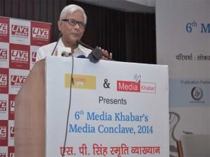 मीडिया खबर के मीडिया कॉनक्लेव में अपनी बात रखते सतीश के सिंह