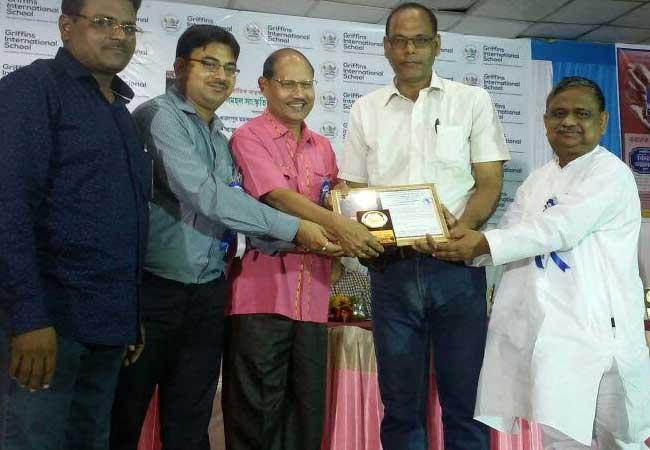 अनन्य सम्मान से सम्मानित हुए पत्रकार तारकेश कुमार ओझा