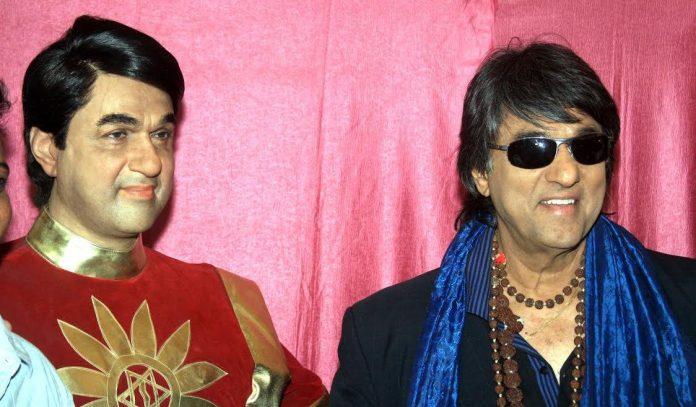 मुकेश खन्ना का स्टेचू और वेबसाइट